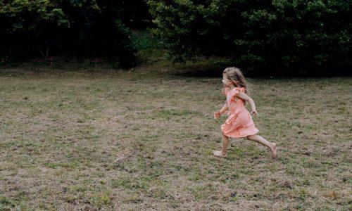 Czym się kierować wybierając sukienkę dla dziecka?